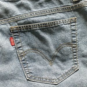 Levi's Jeans - Levi 3 button closures flower capris